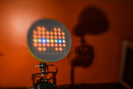 Lili, une lampe robot attachante