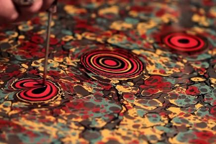 L'art du papier marbré avec Seyit Uygur